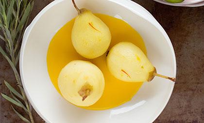 Pochierte Birnen mit Crème de Safran mit Kirsch